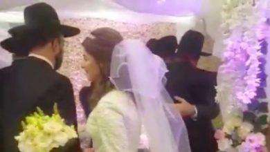 Photo of ¡Insólito! Con apoyo de la policía realizan boda en medio de una de las cuarentenas más largas del mundo